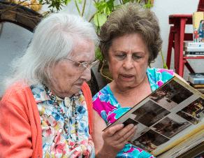 Une centenaire avec sa fille