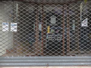 Magasin fermé à Melun