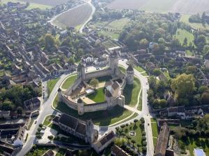 Vue aérienne du château de Blandy-les-Tours