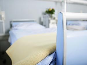 Un lit d'hôpital vide