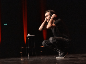Un artiste sur scène
