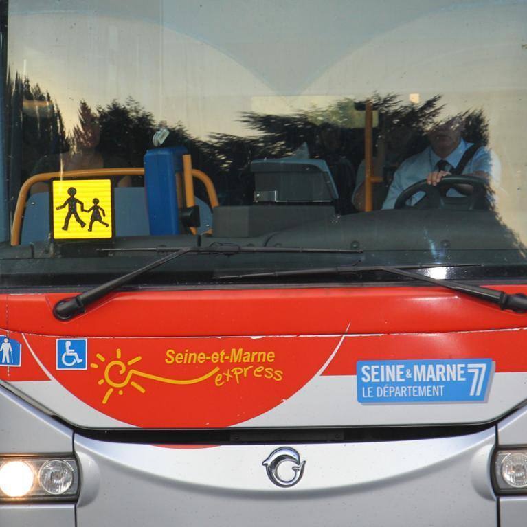 Devant d'un bus de la ligne Seine-et-Marne express