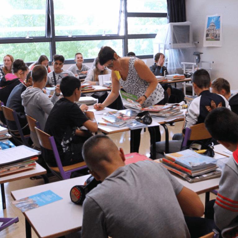Collégiens en classe