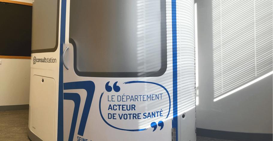 Extérieur d'une cabine de téléconsultation en Seine-et-Marne